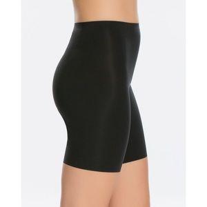 NWOT | SPANX Thinstincts Mid Thigh Short